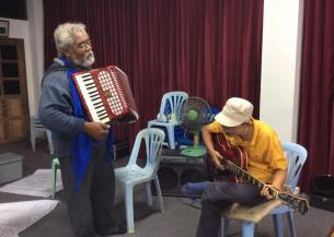 paw sompop and friend jamming1