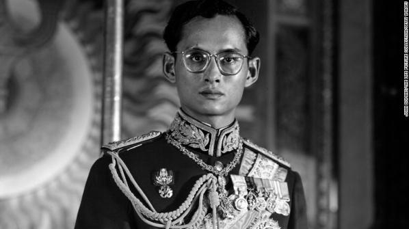 %ea%be%b8%eb%af%b8%ea%b8%b0_161010124435-01-restricted-thailand-king-bhumibol-adulyadej-exlarge-169